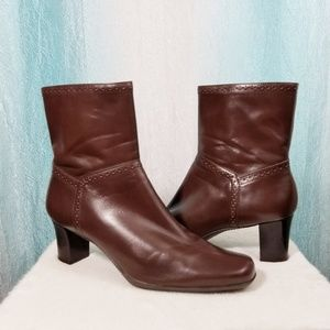 Michelle D Brown Leather Ankle Boots w heel SH16